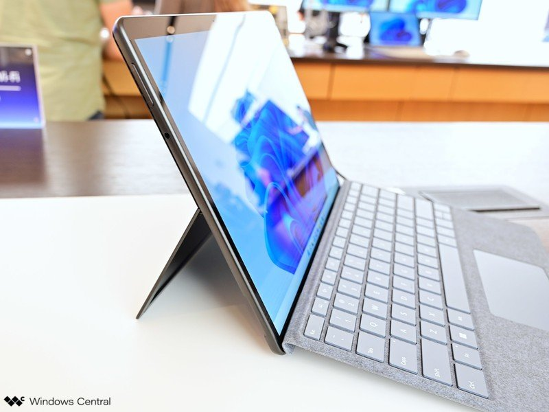 Surface Pro 8 lados